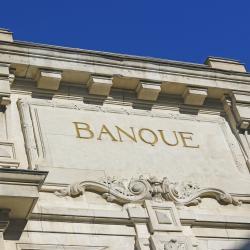 L'activité principale des banques consiste à jouer les intermédiaires entre ceux qui ont de l'argent et qui ne s'en servent pas tout de suite et ceux qui ont besoin d'argent et qui n'en ont pas.