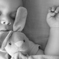 Fais dodo Colas mon petit frère est une douce chanson, très souvent fredonnée aux plus petits pour les aider à trouver le sommeil. Retrouvez les paroles complètes de cette adorable berceuse ainsi que la partition à imprimer gratuitement.