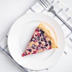 Gratin de fruits rouges : groseilles, cassis, framboises, mûres et myrtilles réalisé avec des fruits surgelés. Un dessert tout simple à faire en toute saison. Il ne demande que 10 mn de prép