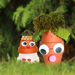 Des petits bonhommes d'automne rigolos à poser sur la terrasse ou dans les bordures de jardin pour les décorer et les égayer. Ces bonhommes sont simplement réalisés avec des pots de terre et des éléments naturels. Ces petits bonhommes d'automne en