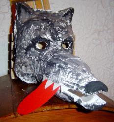 Masque de loup réalisé avec des bandes plâtrées
