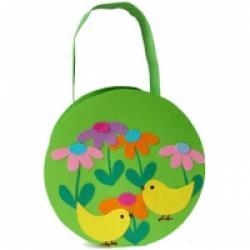 Fabriquer un panier de Pâques décoré de poussins et de fleurs