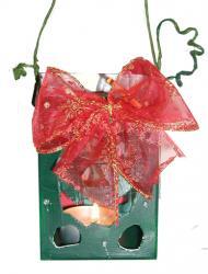 Fabriquer un photophore de Noël ciselé et décoré d'un noeud