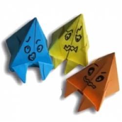 Un petit pliage origami : le pliage du fantôme. Le pliage du fantôme est un pliage origami facile et rapide à faire qui transformera une feuille de papier ronde en petit fantôme. Ce petit fantôme sera à la fois un élément de décoration et un peti