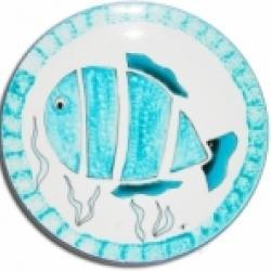 Peindre une assiette d'un motif poisson