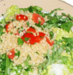 Salade au blé et tomates