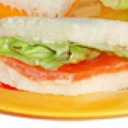 mini sandwichs au saumon fumé