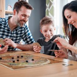 Retrouvez nos sélections de jeux de société enfants à partir de 2 ans. De quoi s'amuser en famille.