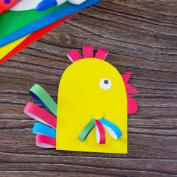 La poule de Pâques en papier est une idée d'activité à proposer aux enfants de maternelle. Une activité de collage idéale pour Pâques.