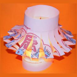 Une jolie lanterne chinoise à fabriquer pour le nouvel an chinois et le jour des lanternes. Cette lanterne chinoise se réalise en 5 minutes ! La lanterne chinoise est réalisée à partir d'une feuille f