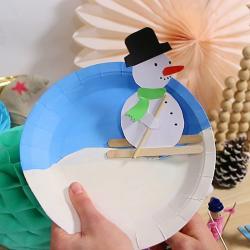Tuto pour bricoler un bonhomme de neige skieur dans une assiette en carton