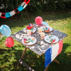 Activité de bricolage enfants pour réaliser une garden party sur le thème 14 juillet