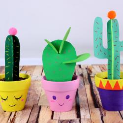 activité de bricolage pour enfants afin de réaliser un petit cactus en papier