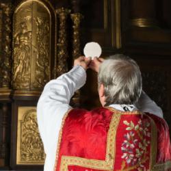 Le Vendredi saint est le vendredi suivant le dimanche des Rameaux, c'est le jour de la mort de Jésus-Christ sur la croix. C'est le jour le plus triste et le plus sombre de la chrétienté. Ce jour là toute viande
