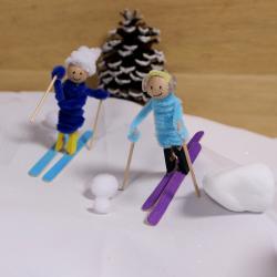 Tuto pour réaliser des bonhommes skieurs en bâtonnets de bois