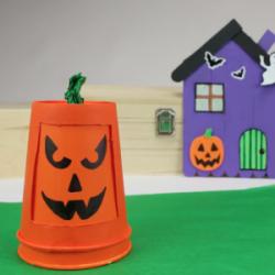 Halloween sans citrouille, c'est impensable ! Voici donc tous les bricolages et activités expliquées pour réaliser une belle citrouille d'Halloween. Que vous optiez pour une citrouille traditionnelle découpée et éclairée ou que vous choisissiez de fabriqu