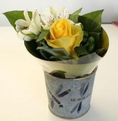 Les fiches de bricolage sur le thème des fleurs, les fleurs toutes les fleurs en papier découpé et collé, des fleurs en plastique recyclé, des fleurs peintes ou encore des fleurs découpées dans des serviettes et collées sur des objets pour les dé