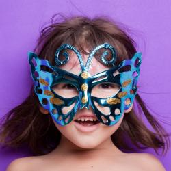 Masques de papillon à réaliser pour se déguiser pour les anniversaires ou pour se déguiser. Divers masques de papillons sont proposés pour le déguisement des enfants. Retrouvez des masques de papillon en 3D, des bricolages pour faire des masques de papill