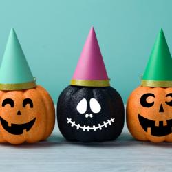 Découvrez ou redécouvrez toutes les nouveautés du site Tête à modeler pour Halloween. Conseils, infos, pas à pas, jeux ou encore masques à imprimer. Le bal des nouveautés est ouvert !