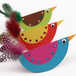 Activité de bricolage enfants pour réaliser des oiseaux en papier qui basculent
