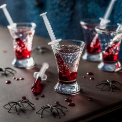 Une boisson très rigolote pour tous les petits vampires d'Halloween. Les enfants adoreront boire cette boisson en se prenant pour des vampires. Découvrez vite comment la réaliser en suivant la recette.