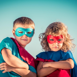 Vous cherchez des idées pour occuper les enfants sur le thème des super héros ? Voici des jeux, des coloriages et des DIY qui feront plaisir à vos petits héros.