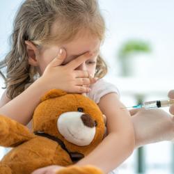 Les vaccins, dossier sur les vaccins. Contre la maladie, il existe les vaccins ! Certains vaccins sont obligatoires et ils doivent être fait durant la petite enfance, sans oublier les rappels, d'autres sont facultatifs ou réservés à certaines catégories d