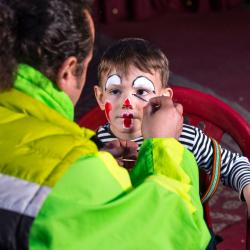 Le maquillage est un moment de complicité très rigolo. Que ce soit pour un anniversaire d'enfants, pour Halloween ou pour le Carnaval, les enfan...