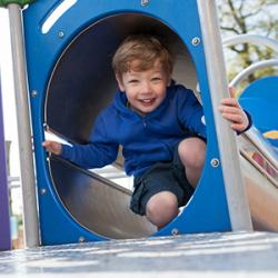 Les meilleures aires de repos équipées pour vos enfants : Cet été, vous serez nombreux à partir sur les routes des vacances. Le trajet est souvent long et il faut penser à faire des pauses. C'est aussi l'occasion pour les enfants de pouvoir se détendre e
