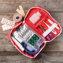 Mini dossier sur la pharmacie de la famille. La pharmacie familiale : que doit-elle contenir, comment la constituer pour quoi. Comment soigner les petites plaies et blessure du quotidien.