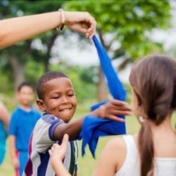 Poule renard vipère est un jeu collectif, qui se joue généralement à l'extérieur. Un jeu que l'on retrouve dans les cours de récréation, à partir de l'école primaire, il fait aussi partie des « classiques » des centres aérés.