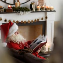 Mais qui est le Père Noël ? Sachez qu'avant le Père Noël, il n'y avait que le Saint Nicolas que l'on fêtait le 06 décembre. Les premières traces du Père Noël remontent à plus de 170 ans aux Etats-Unis. Avant qu'il n'arrive, il n'y avait que le Saint Nicol