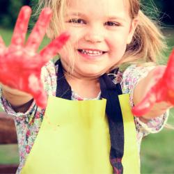 Tête à Modeler a été créé par de jeunes parents qui se posaient 1000 questions sur l'éducation de leurs enfants sans toujours savoir où et à qui s'adresser pour trouver des réponses qu'il s'agisse d'outils ou d'activités pour les aider à grandir et à s'ép