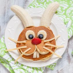 La recette des œufs en chocolat de Pâques qui plaira aux petits comme aux grands. Une activité gourmande et drôle à faire en famille avant la chasse aux oeufs. Retrouvez toutes les informations et astuces qui permettront de régaler votre entourage pour le