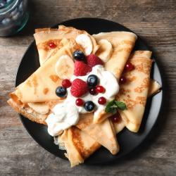 Recette crêpe sucrée pour fêter la chandeleur, le Carnaval ou Mardi Gras. Des recettes de crêpes sucrées à faire avec et pour les enfants afin que toute la famille se régale. Des recettes simples et expliquées afin de déguster une délicieuse crêpe sucrée.