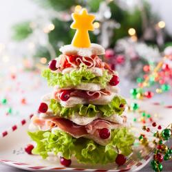 Le sandwich sapin de Noël est une bonne idée d'apéro à proposer à vos convives. Une recette pour organiser un bon et gourmand réveillon de Noël.