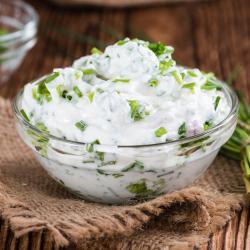 Recette d'une sauce au fromage blanc et à la ciboulettepour accompagner des légumes à croquer.