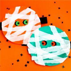 Découvrez cette activité d'Halloween pour les maternelles et les grands monstres. Transformez une simple assiette en carton en momie terrifiante qui regarde autour d'elle grâce à ses yeux mobiles. Cette activité très simple sera parfaite pour le 31 octobr