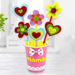 Ce joli bouquet de fleur est parfait à offrir pour la Fête des mères, des pères, des grands-mères pour Noël ou juste pour faire plaisir. Il est fait à partir d'un gobelet et de pailles ce qui fait de lui un diy récup parfait pour un cadeau.