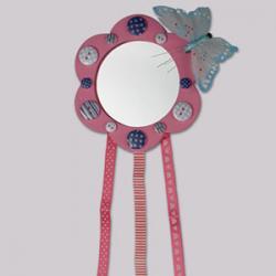 atelier de bricolage pour réaliser un miroir de princesse