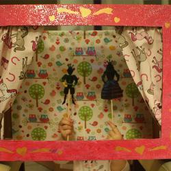 Comment réaliser un théâtre de marionnettes avec du papier pour carte à gratter