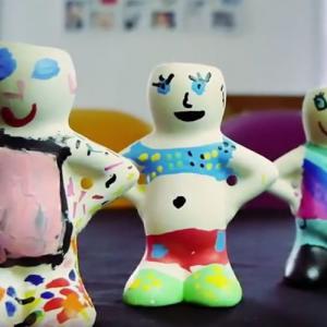 Une activité à faire avec les enfants : les figurines à coiffer
