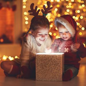 Retrouvez nos idées de cadeaux originaux pour les enfants. Des cadeaux qui changent parce qu'ils sont innovants, responsables, solidaires et intelligents. Pour tous ceux qui cherchent une alternative à la surconsommation de jouets.