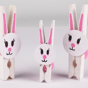 Un tuto pour réaliser des petits lapins pinces à linge avec les enfants