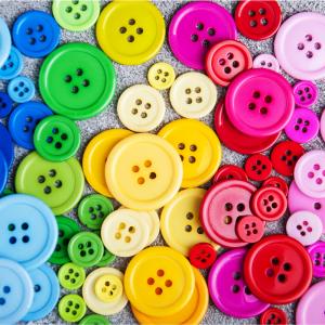 bouton - mot du glossaire Tête à modeler. Un bouton est un petit objet qui sert à fermer les vêtements. Définition et activités associées au mot bouton.