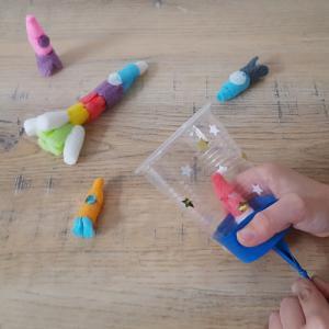 Tuto pour fabriquer un jeu de fusée en playmaïs, une activité passionnante à faire pour les enfants.