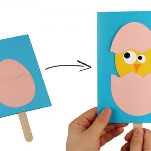 """Voici l'activité : """"un poussin 3D qui sort de son oeuf"""". Une activité manuelle sur le thème de Pâques que les plus petits vont adorer."""