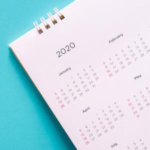Année: Mot du glossaire Tête à modeler. L'année est une période d'un an qui commence le 1 er janvier et qui se termine le 31 décembre. Activités associées.