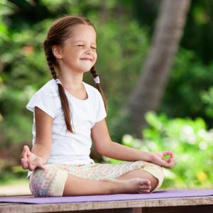 Ah le stress de la rentrée ! Une étape bien connue des petits et grands enfants. Pour vous aider à rassurer les enfants, voici une petite méditation qui devrait leur plaire.