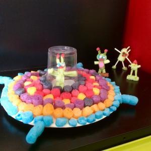 Un tuto pour apprendre à réaliser des petits martiens et une soucoupe en playmaïs